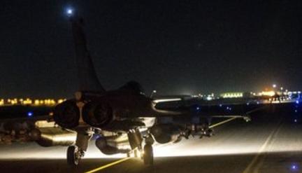 シリアのIS首都を攻撃.PNG