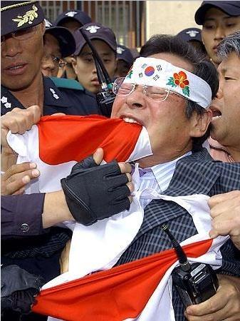 日の丸を銜える韓国.PNG