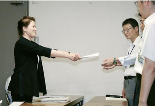「ヘイトスピーチを許さない!大阪の会」の宋貞智代表(左).PNG