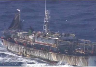 アルゼンチン当局が撮影した中国漁船.PNG
