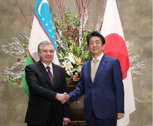 ウズベキスタンのミルジヨエフ大統領と安倍晋三.PNG