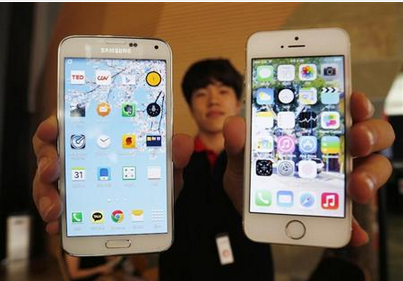 サムスンGalaxy 5とAppleiPhone 5.PNG