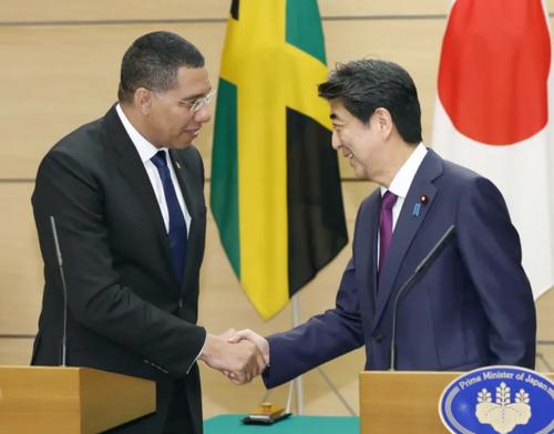 ジャマイカのホルネス首相と安倍晋三.PNG