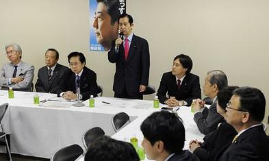 デフレ・円高解消を確実にする会で挨拶する山本幸三会長.PNG