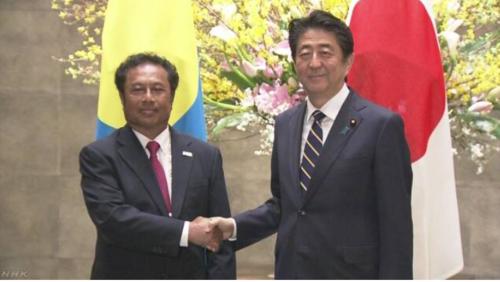 パラオのレメンゲサウ大統領と安倍晋三.PNG