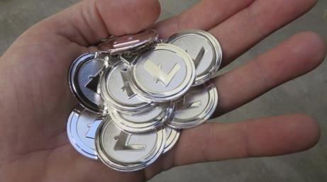 ビットコインの他143種類もある類似品.PNG