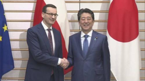 ポーランドのモラウィエツキ首相と安倍晋三.PNG
