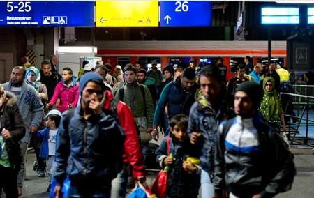 ミュンヘンの中央駅に到着した難民や避難民.PNG