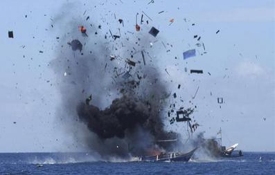 中国不法漁船を爆破.PNG