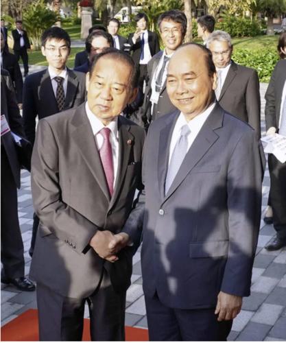 二階俊博とベトナムのフック首相・ベトナム.PNG