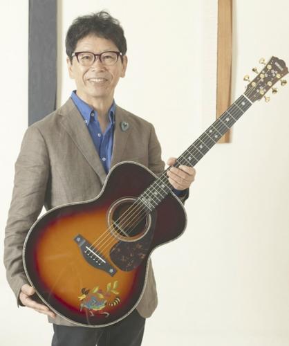 南こうせつモデルギター.PNG