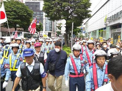 反韓デモと反対派.PNG