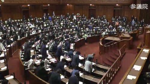 地方公務員法改正案・成立.PNG