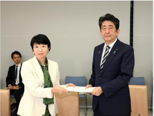 大田弘子と安倍晋三2.PNG