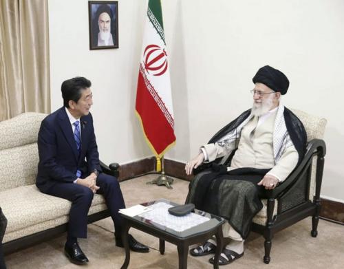 安倍晋三とイランのハメネイ師・イラン.PNG