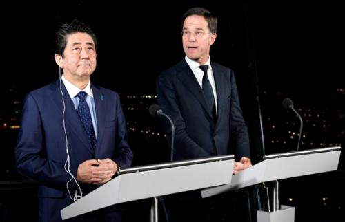 安倍晋三とオランダのルッテ首相.PNG