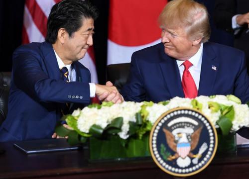 安倍晋三とトランプ・日米FTA署名.PNG