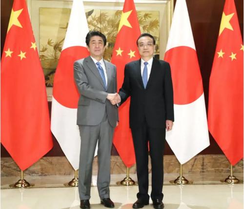 安倍晋三と中国の李克強首相.PNG