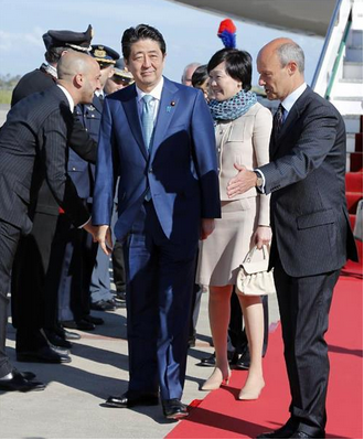 安倍首相と昭恵夫人.PNG