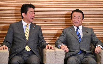 安倍首相と麻生太郎.PNG