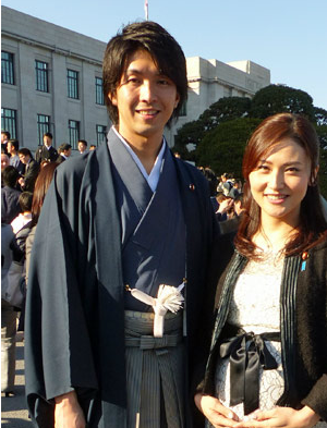 宮崎謙介(左).PNG