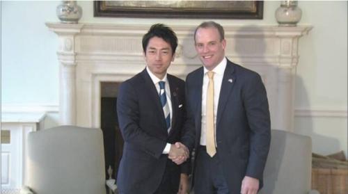 小泉進次郎と英国のラーブ外相.PNG