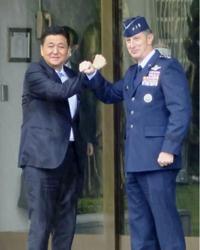岸信夫と在日米軍のシュナイダー司令官.PNG