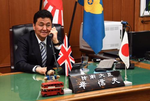 岸信夫・英国防相と会談.PNG