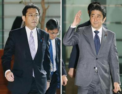 岸田外相と安倍首相.PNG