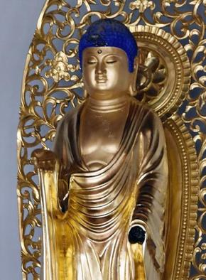 左手が壊された長命寺の仏像.PNG