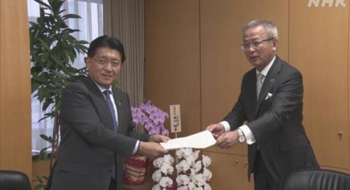 平井卓也デジタル担当と経団連の篠原弘道副会長.PNG