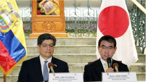 河野太郎(右)・エクアドル.PNG