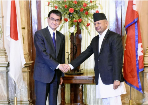 河野太郎(左)・ネパール.PNG