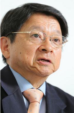 片山善博・慶応大教授.PNG