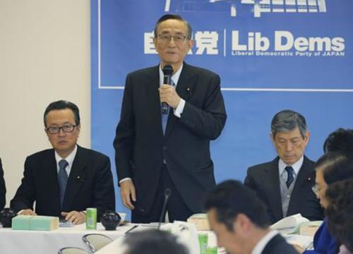 細田博之(中央)5.PNG