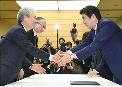 経団連の榊原定征会長と安倍首相.PNG