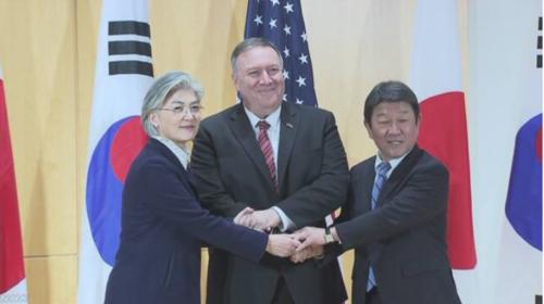 茂木敏充(右)・日米韓外相会談・2月15日.PNG