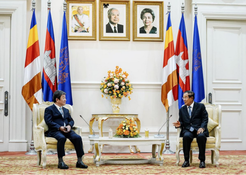 茂木敏充とカンボジアのフン・セン首相.PNG