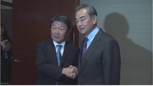 茂木敏充と中国の王毅外相.PNG