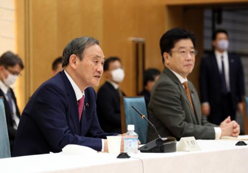 菅義偉と加藤勝信・成長戦略会議・10月16日.PNG