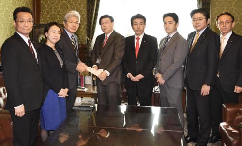 逢坂誠二(左から3人目).PNG