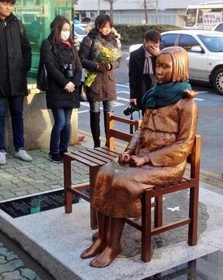 釜山の慰安婦像.PNG