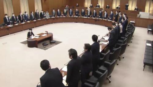 電波法改正案・衆院総務委員会・起立総員.PNG