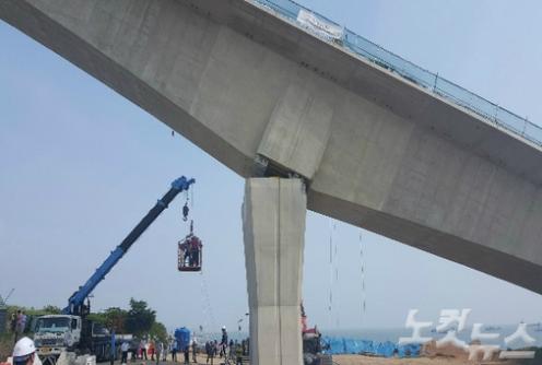 韓国の大橋が工事中に大崩壊1.PNG