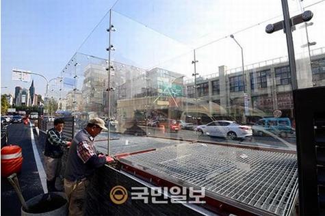 韓国の野外ライブ換気口落下事件の対策.PNG
