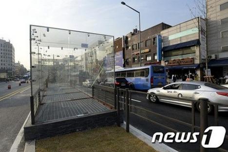 韓国の野外ライブ換気口落下事件の対策1.PNG