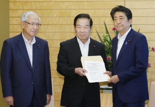 額賀福志郎と安倍晋三.PNG