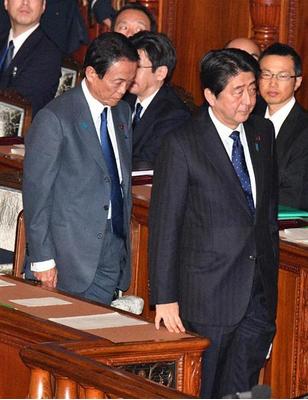 麻生太郎と安倍首相・カジノ法案.PNG
