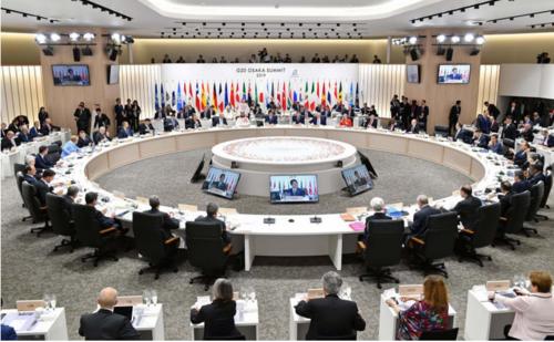 G20大阪サミットの初日の討議を行う各国首脳ら.PNG