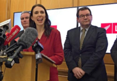 NZ労働党のジャシンダ・アーダーン党首・連立.PNG